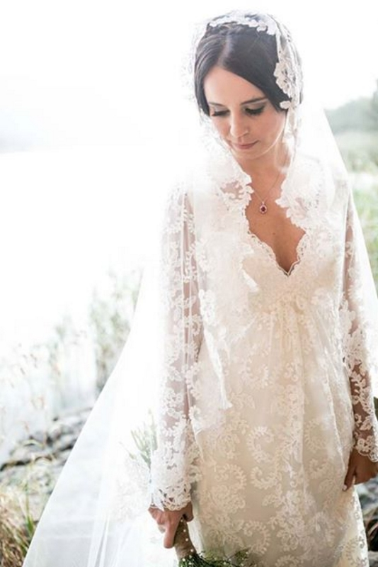 Vintage Lace Wedding Dress With Veil